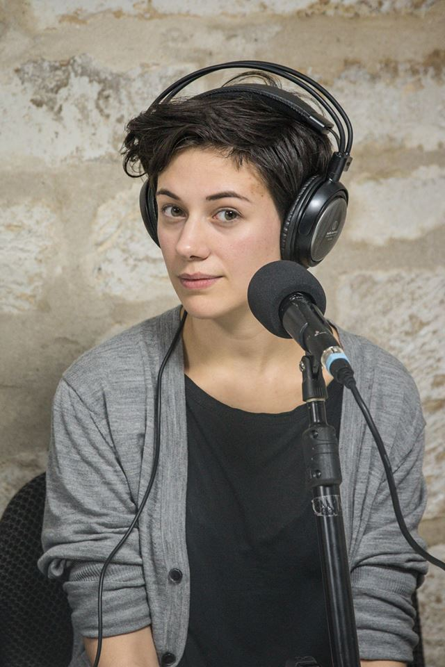 Portrait : Le podcast Chloé en main