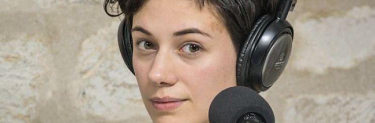 Portrait : Le podcast Chloé en main